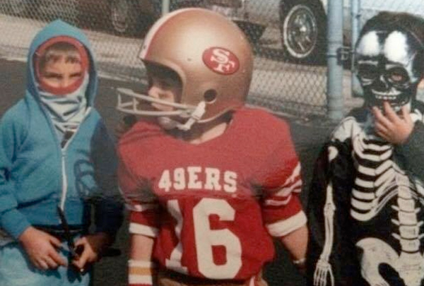 Tom Brady dressed as Joe Montana when he was a kid.